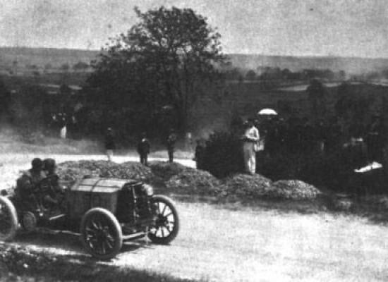 Первые кольцевые автогонки