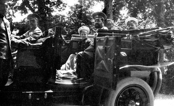 Цесаревич Алексей в автомобиле. Ливадия. Фото 1913 г.