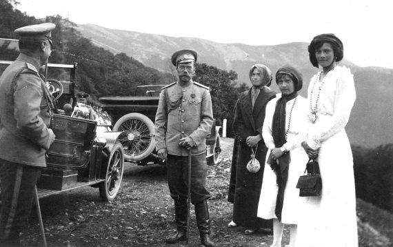 Император Николай II на прогулке в Крыму. Фото 1914 г.